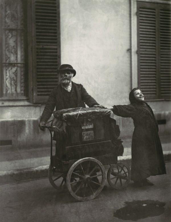Eugène_Atget,_Street_Musicians,_1898–99