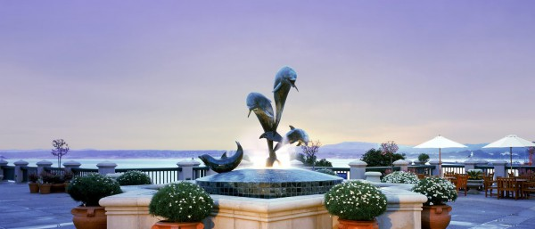 fountain_dolphins-1400x600